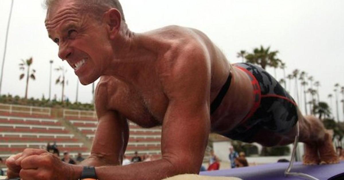 Le record du monde de gainage battu par un homme de 57 ans